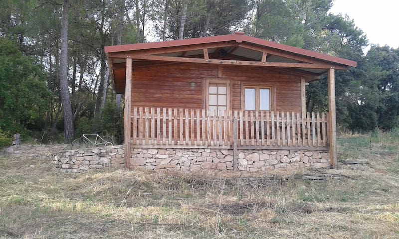 CABAÑA DE MADERA EN ZONA RURAL. - Camps
