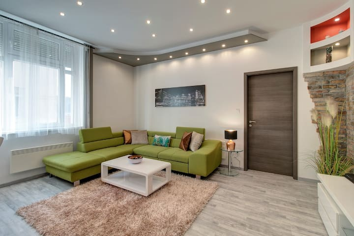 TAMARA-CENTRAL AND  LUXURY APARTMENT