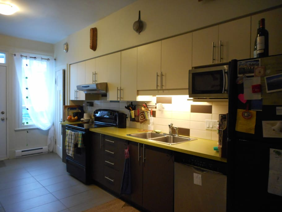 2 chambres meubl jardin 2 semaines min appartements for Meuble jardin montreal