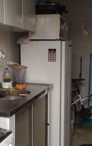 Kitnet com quarto, banheiro e cozinha - Araraquara