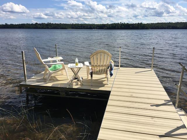 Private Vintage Lakefront LogCabin