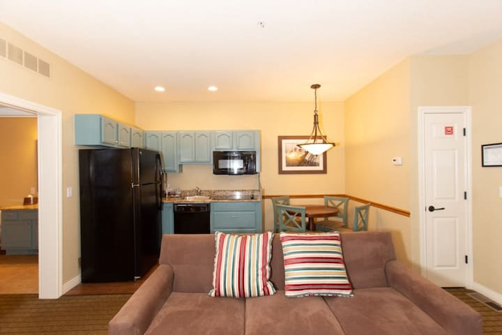 Commodious Mountain Run at Boyne, 2 Bedroom Suite