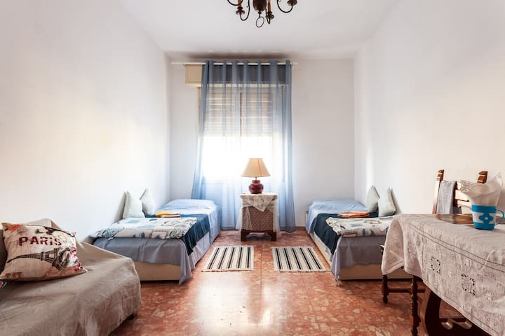 Lovely and Bright Room - Bolonia - Apartament