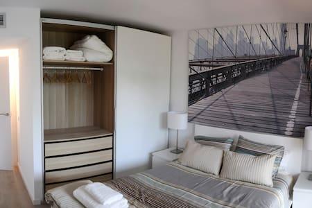 Appartement rénové à 250 mètres plage, Wifi - Entire Floor