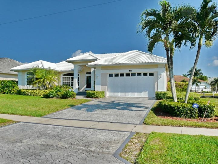 Luxuriously furnished waterfront house w/ heated pool & hot tub