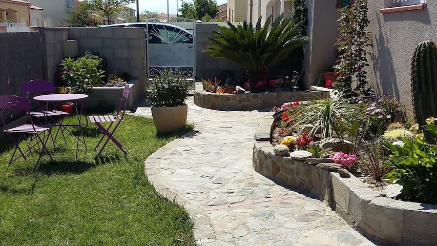 villa avec piscine 7x3 à 10 min de St Cyprien.