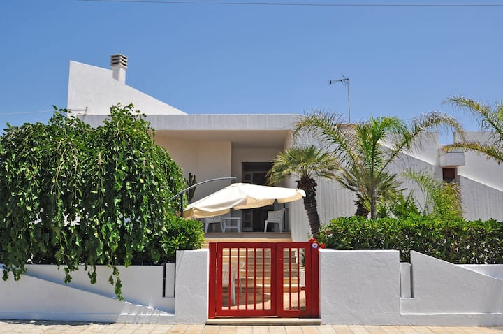 Villa with three bedrooms at 50 mt. from the sea