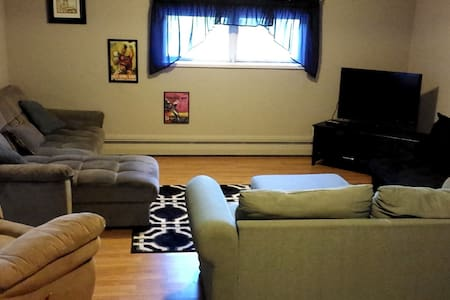 Spacious 2BR duplex great for entertaining