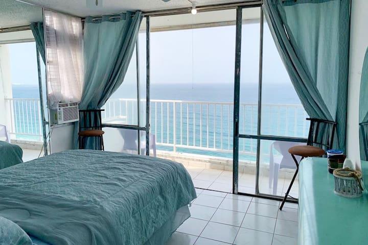 Chic Beachfront Apt, Mesmerizing Ocean Views