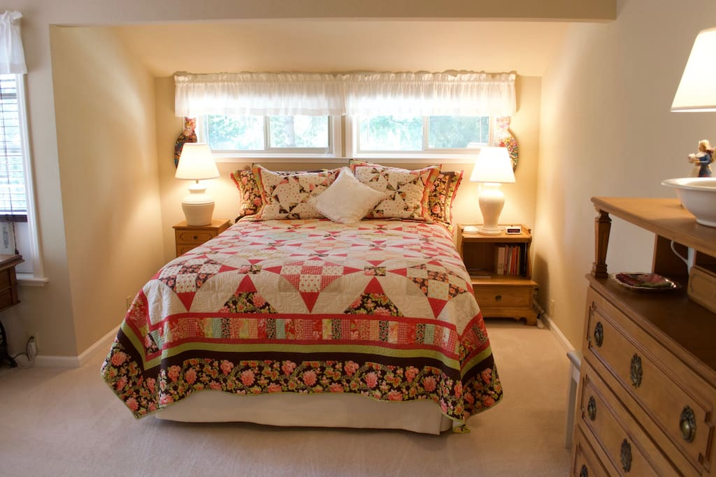 Comfortable private queen bedroom. Bright and fresh home away from home.