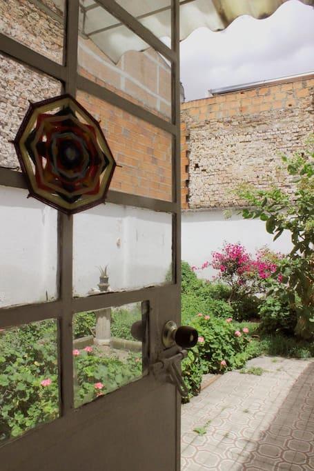 entrada al jardín