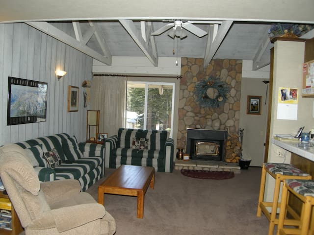 Big, warm, and comfortable mountain condo. #106 Close to town shuttle stop