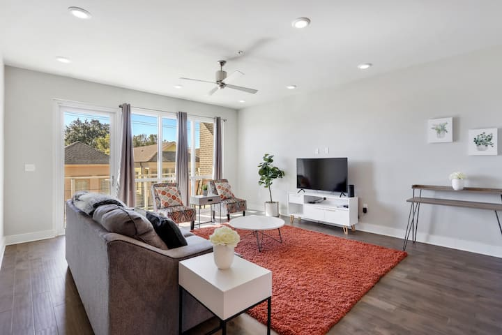 Amazing Bywater Brand New 2br w/ Pool! 306