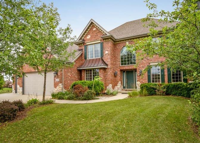 Spacious suburban home for getaway