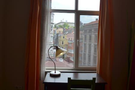 Pravite room in historical building - Beyoğlu - Apartment