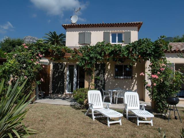 Appartement F3 dans villa à Saint Jeannet - Saint-Jeannet - Huis