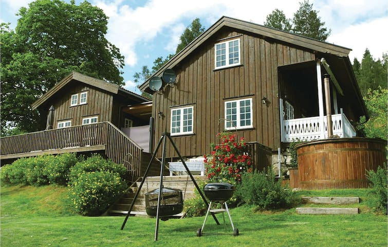 Holiday cottage with 2 bedrooms on 200 m² in Kviteseid