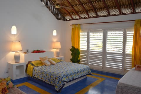 Balsillas - paradise house facing the Caribbean Sea