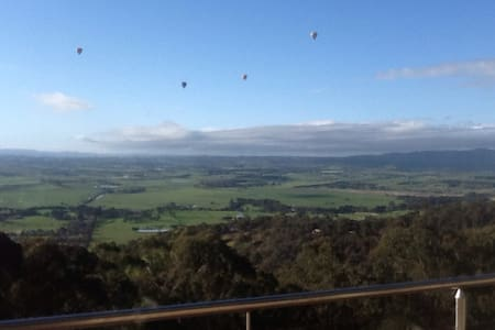 Spectacular views of Yarra Valley - Yarra Glen