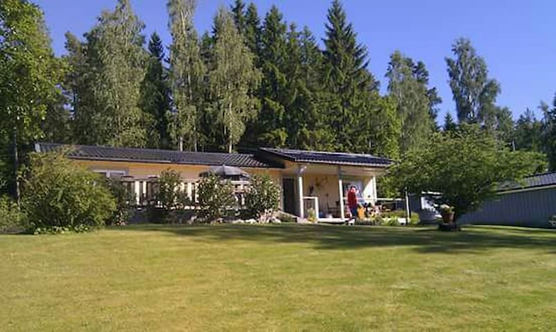 Cosy house near lake with kayakboat - Halna Töreboda - Hus