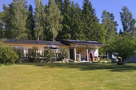 Cosy house near lake with kayakboat - Halna Töreboda - บ้าน