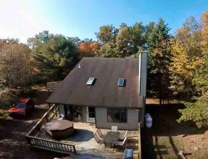 Chalet by the Lake: Relax in our Pocono getaway
