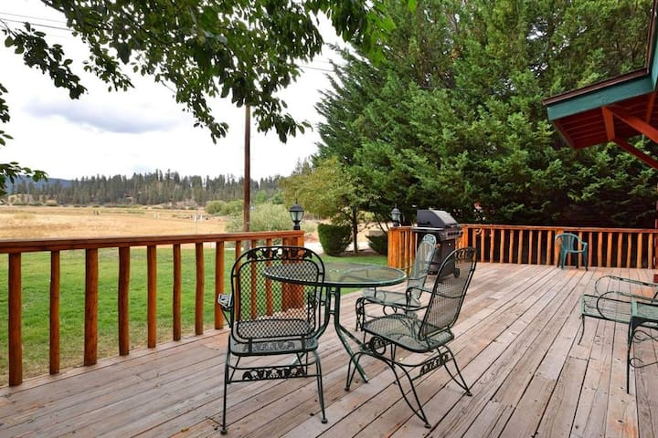 Fawnskin Cove: Hot Tub! Lake Views! Dog Friendly! - Fawnskin