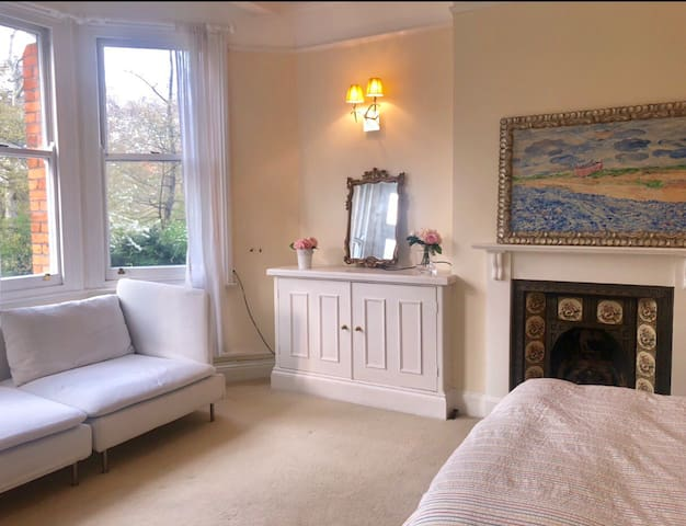 Battersea park, large room with park view