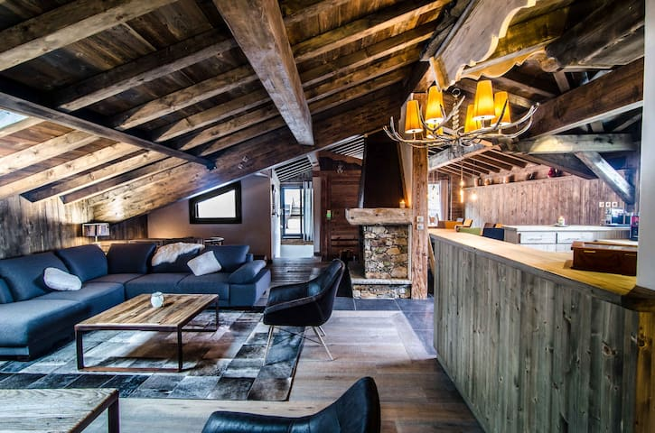 ETAGNE - Wonderfull chalet situated in the heart of Courchevel Le Praz