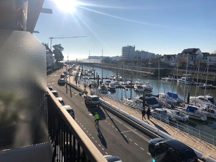 Appartement T2 face port et vue mer avec parking