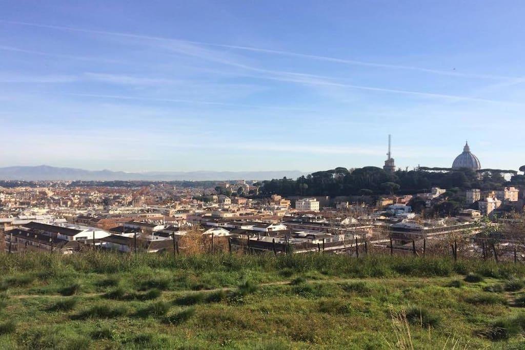 Di fronte alla metro Valle Aurelia e all'ingresso del parco di Monte Ciocci, da cui si ammira questa vista