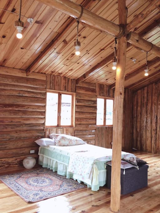 Arnold Ryokkan- located in the fourth floor; attic good for 5-16 pax with good views o the mountain and the town. With one wooden bed panel and the rest are floor matresses