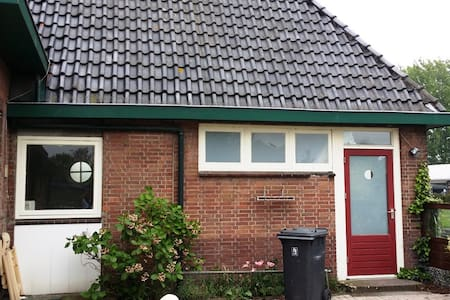 Cozy little house near water & the A2 to Amsterdam - 위트레흐트