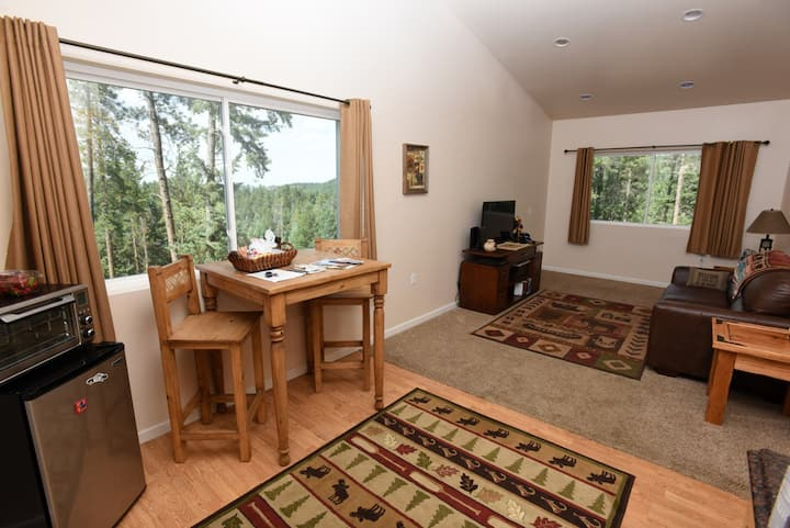 Guest suite in the woods! **SPECIAL WINTER RATES**