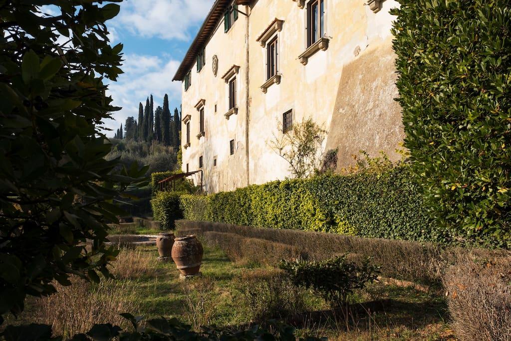 Matrimonio Tra Gli Ulivi Toscana : Tra gli ulivi a min da firenze castelli in affitto