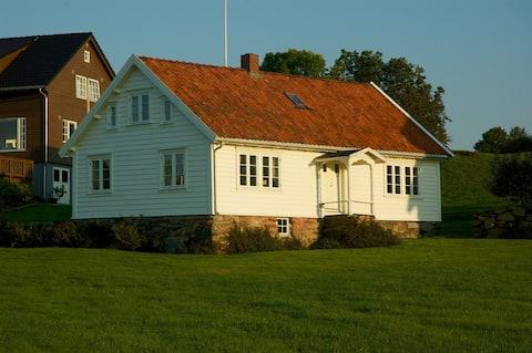 Gamlahuset ved sjøen - nær Stavanger
