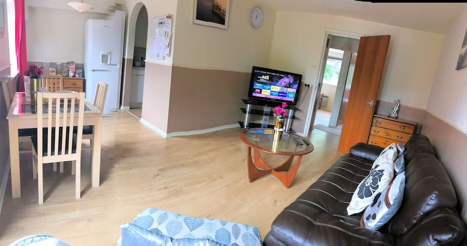 Bright Specious  Comfy 2 Bed Flat - FREE WIFI