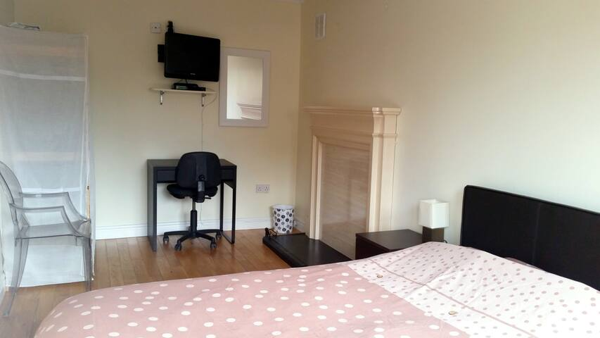 Private room in luxury house in Cherrywood - Dublin - Casa