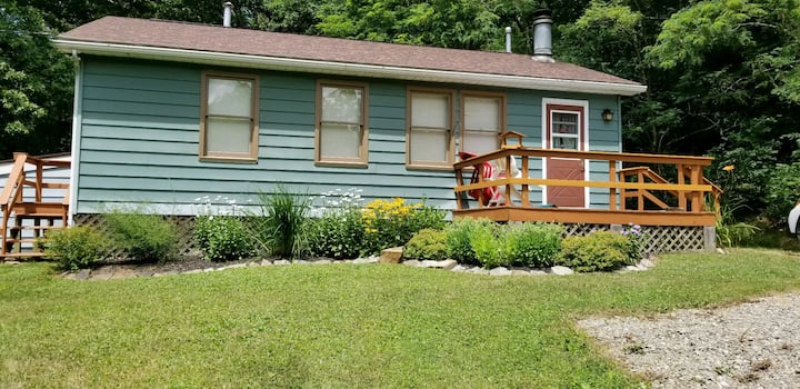 MORE CHARMING 1.7ac FOREST COTTAGE!