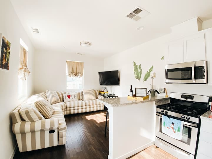 1BD 1BA Wine Country Bungalow hosted by winemaker