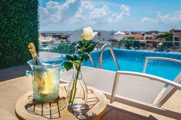 Luxury 3BR Penthouse! Private Pool+Beach+Shops!