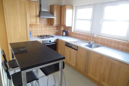 Single room available in cosy flat - Glasgow