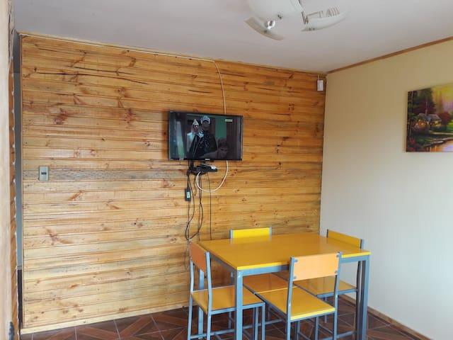 living comedor con led con television satelital