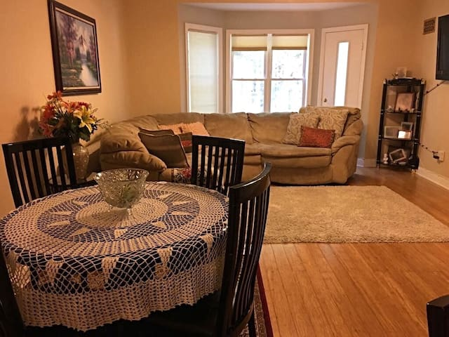 Cozy private bedroom/bathroom, 15min away from NYC