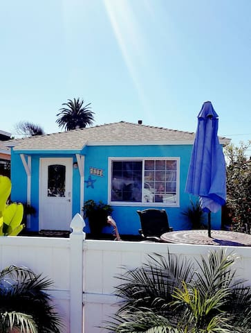 Ocean view cottage steps away from sunset cliffs!