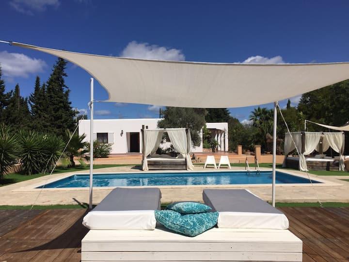Ibiza, villa with private pool, huis met zwembad