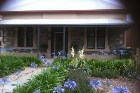 Herritage listed home near train - Alberton - Bed & Breakfast