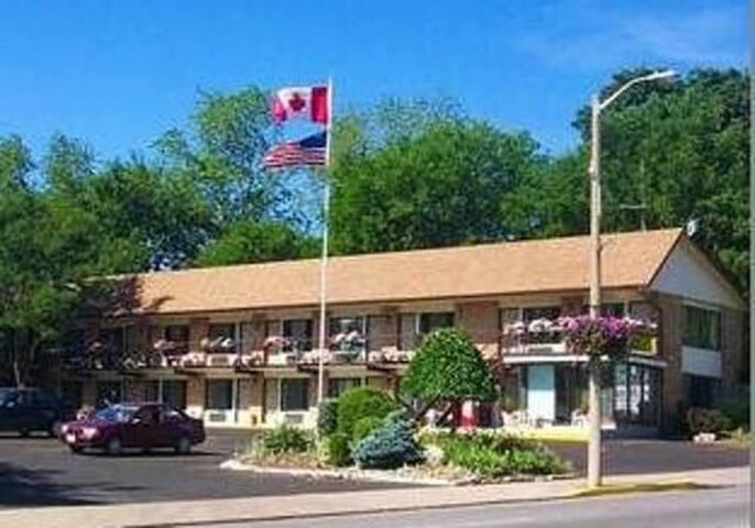 A Beautiful Inn in Niagara Falls (NQ3)