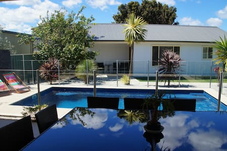 South Coast Private Self Contained B&B Studio - Horsley - Bed & Breakfast