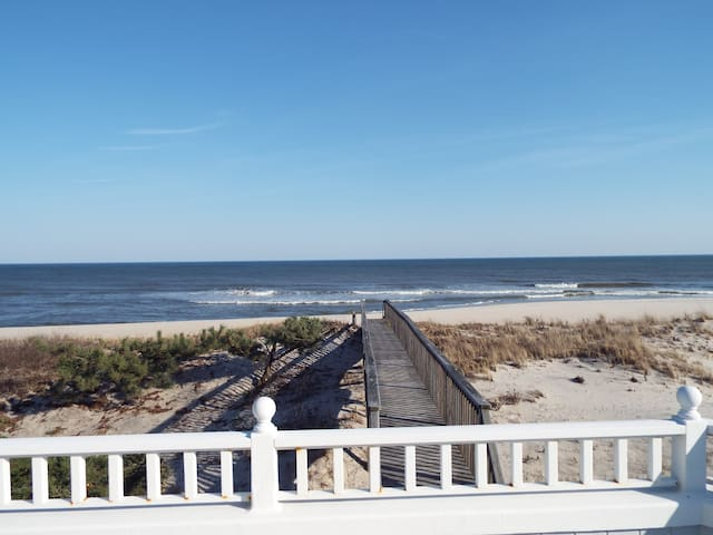 Oceanfront House on the Beach in Surf City, LBI - Surf City - House